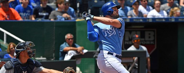 Brewers get Moustakas from Royals for prospects