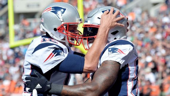 Bennett: Rodgers has arm talent, Brady easier to play with