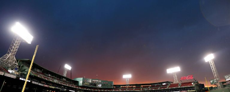 Red Sox fans using cellphones cause brief delay at Tigers game