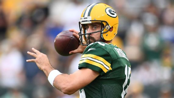 Aaron Rodgers agrees to record-setting extension